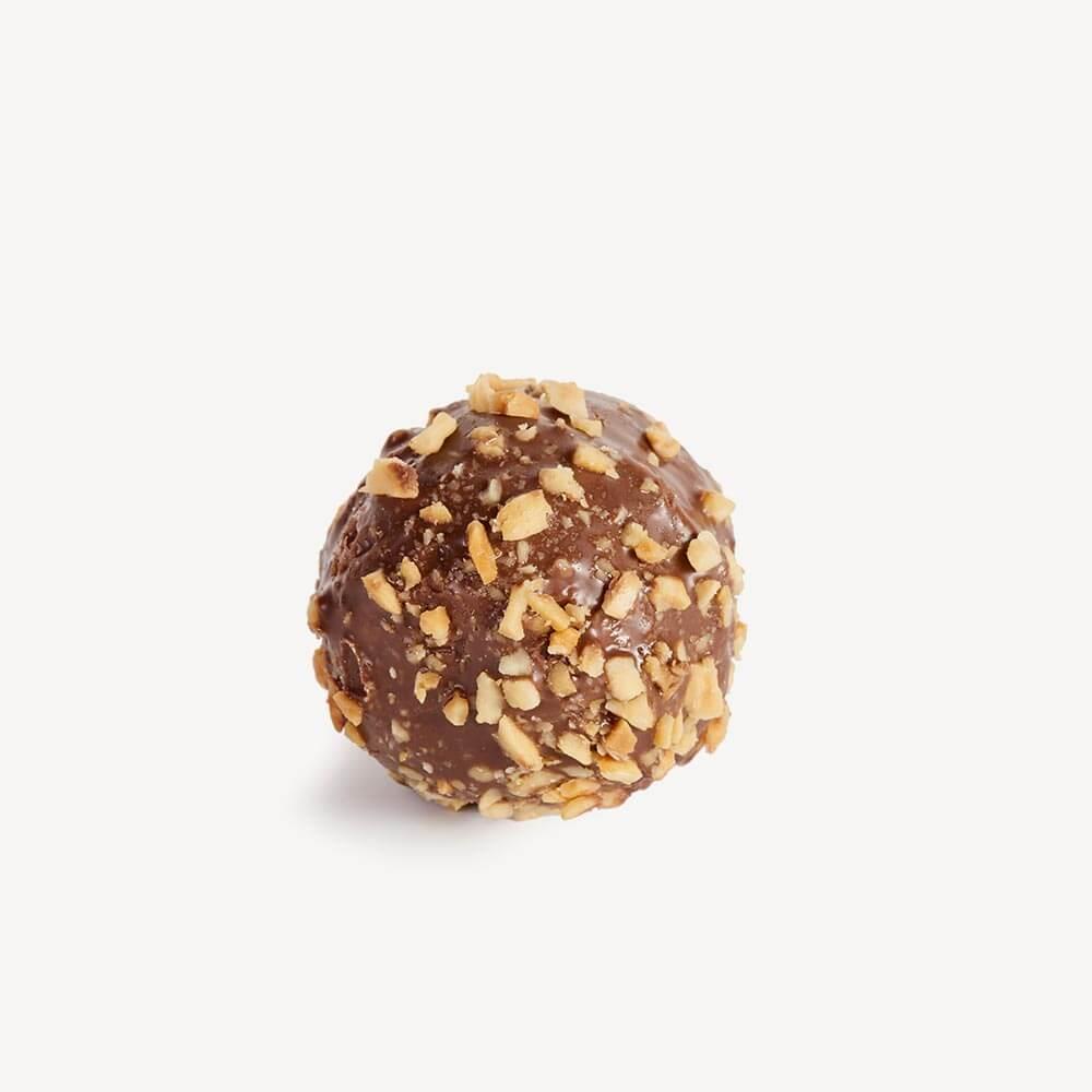 Sussuro čoko - masni biskvit preliven čokoladom, posut kikirikijem